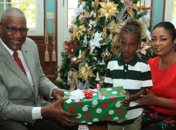 Sharing Christmas love with families in need
