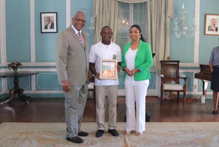 Antigua Grammars Tops Halo Christmas Art Competition